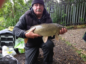 Head Bailiff Archie Davies with a fine common carp of 10.5 lb